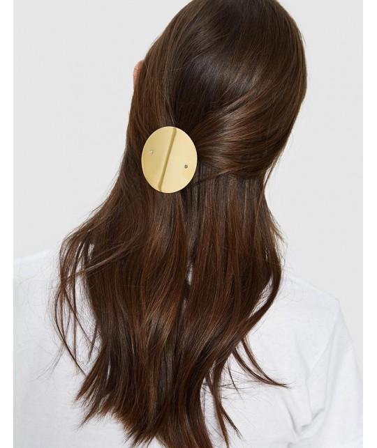 Une idée de coiffure cool et moderne, une demi queue avec hair clip or